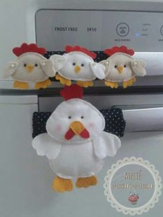 POLLITOS Cute Crafts, Felt Crafts, Diy And Crafts, Crafts For Kids, Sewing Projects For Beginners, Projects To Try, Fridge Handle Covers, Fridge Decor, Chicken Pattern
