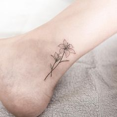 "7,439 Likes, 66 Comments - Tattooist Hongdam (@ilwolhongdam) on Instagram: ""lily #lilytattoo #flowertattoo #linetattoo #ankletattoo #tattoo #tattoos #ink #hongdam…"""