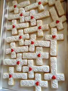 My mother in law commissioned me to make these for a Pastor ordination luncheon… Cross Cookies, Cute Cookies, Cupcake Cookies, Christmas Sugar Cookies, Easter Cookies, Bible School Snacks, Christian Cakes, Catholic Confirmation Gifts, Funeral Reception