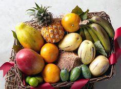 Sa vedem cand si cum putem sa oferim bebelusului aflat in plin proces de diversificare a alimentatiei fructe exotice: avocado, mango, ananas, papaya, kaki, rodie si multe altele. Avocado Pear, Bartlett Pears, Fruit Gifts, Just Because Gifts, Exotic Fruit, Gift Baskets, Gourmet Recipes, Wines, Mango