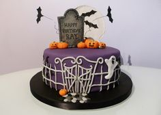 Cute but simple idea for a Halloween party cake Scary Halloween Cakes, Scary Cakes, Bolo Halloween, Halloween Desserts, Halloween Treats, Halloween Party, Whimsical Halloween, Spooky Scary, Halloween Stuff