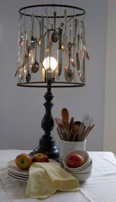 Abat jour con cucchiaini - Lampada fai da te creata con cucchiaini.