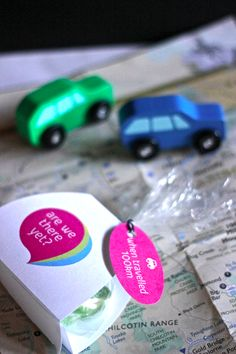 Road trip coming up? Make these interactive travel packs for your kids. Keep them entertained!