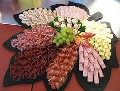 Google-Suche - better to roll the meats and chunk the cheeses to make platters?