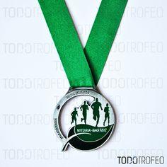 MEDALLA MEDIO MARATÓN DE VITORIA 2012. Diseñamos las medallas para su evento deportivo. Pide su presupuesto a través de: todotrofeo@todotrofeo.com VITORIA HALF MARATHON MEDAL 2012. We design your sport event medals. Request your budget in: todotrofeo@todotrofeo.com