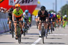 Jolien D'hoore wins stage 4 of the Giro Rosa in a photo finish with Chloe Hosking