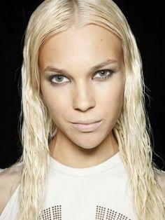 Gekämmt Frisuren Ideen für den Frühling auch in Dieser Spielzeit gekämmt Frisuren gehen, um trendy und sexy. Ich dachte, warum solche einfa...