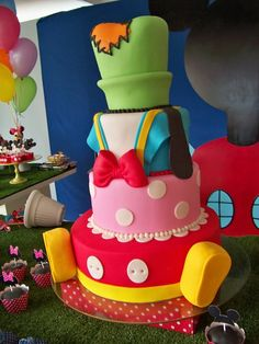 A different take on a Mickey Mouse & Friends #Disney #cake
