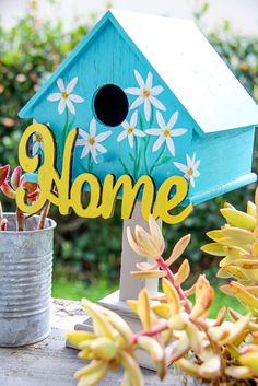 Painted Birdhouses - Decorated birdhouse painted blue with daffodil flowers using acrylic paint and sealer to protect the bird house from the weather. Painted Birdhouses - Easy Spring Craft Idea - 5 Minutes for Mom Leah Hess Craft id Bird Houses Painted, Decorative Bird Houses, Bird Houses Diy, Painted Birdhouses, Farmhouse Birdhouses, Bluebird Houses, Painted Cottage, Fairy Houses, Bird House Feeder