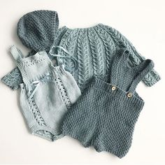 Von The post Von appeared first on Kinder Mode. Knitting For Kids, Baby Knitting Patterns, Stitch Patterns, Baby Girl Fashion, Kids Fashion, Crochet Baby Blanket Beginner, Beginner Crochet, Baby Sweaters, Baby Wearing