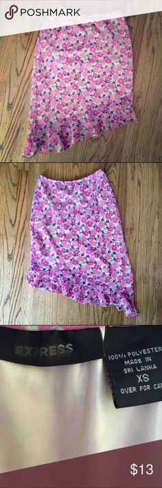 "(NWOT) express | flower print a-symmetrical skirt express | light in weight flower print a-symmetrical semi-sheer skirt with slight ruffle at bottom hem in a new without tags/never worn size x-small. Lined to 4"" above bottom hem, 12"" elastic waist (16"" stretched), 23"" in length (measured at midpoint). Express Skirts Asymmetrical"