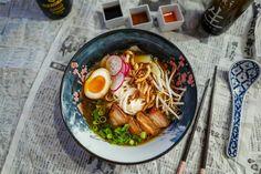 (Innlegget inneholder reklame)Det er på høy tid å vie en sak til den japanske nudelsuppen, ramen.Og det er allerede her første feil kommer inn i teksten. Ramen er ikke en rett fra Japan. Den er faktisk kinesisk.Jeg har tenkt å slå hull på en drøss med myter rundt trendretten, så her er det b Ramen, Ethnic Recipes, Food, Noodle Soup, Eten, Meals, Diet