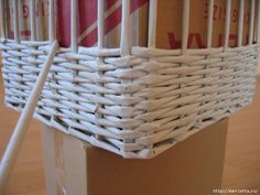weaving-baskets-with-newspaper-wicker-20