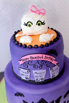 Such a cute halloween theme birthday cake!