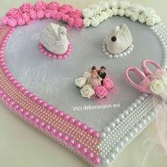 Engagement Ring Platter, Engagement Ring Holders, Wedding Gift Baskets, Wedding Gift Wrapping, Engagement Decorations, Wedding Decorations, Thali Decoration Ideas, Hand Work Design, Wedding Ring Cushion