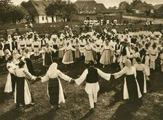 Hora, a Traditional Romanian Dance, by Kurt Hielscher, 1933 Bucharest Romania, Folk Dance, Photomontage, World Cultures, Old Photos, Vintage Photos, Macedonia, Slovenia, Pictures