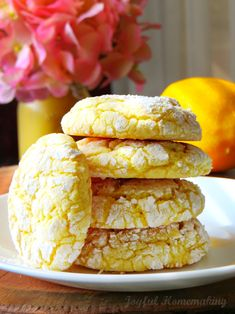 These light and slightly chewy lemon cookies are a cinch to make since they start with a lemon cake mix! Lemon Cookies Easy, Lemon Cake Mix Cookies, Lemon Cake Mixes, Lemon Crinkle Cookies, Chip Cookies, Cookie Desserts, Cookie Recipes, Dessert Recipes, Sweet Desserts