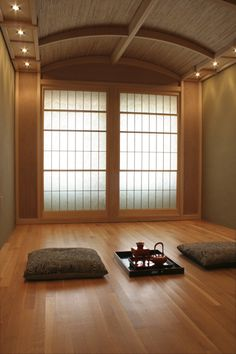 Japanese Tea Room, Oakland Space - So very peaceful, simple, inviting and zen. how great would it be in a barn or attic space??? perhaps a yoga studio aswell?