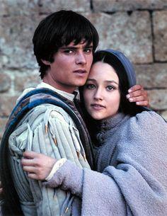 Leonard Whiting & Olivia Hussey, in Renaissance costume, 'Romeo & Juliet'.