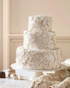 lace appliqué wedding cake. gorgeous. #weddingcake #wedding