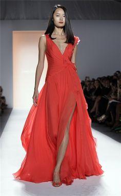 Jenny Packham primavera verano 2012, vestido vaporoso con escote en V