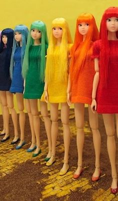 colors Barbies, actually this looks kinda creepy