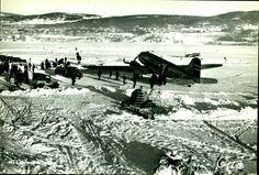 """Oppland fylke Lillhammer FLY fra """"Lillehammer flyhavn"""" - vinterbilde p isen med """"LN-IAT"""" og aktivitet rundt dette Utg Oppi"""
