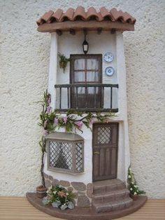 Risultati immagini per tejas decoradas Miniature Crafts, Miniature Fairy Gardens, Miniature Houses, Tile Crafts, Clay Crafts, Diy And Crafts, Clay Fairy House, Fairy Garden Houses, Clay Houses