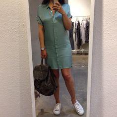 Supercharmant jurkje die ook helemaal ok is als je 'm #sportief afstyled met #sneakers en bijvoorbeeld een #rugtas! Jurk By Bar Horloge Rosefield Rugtas Zusss Schoenen Via Vai Verkrijgbaar bij #Vollers386, #Oudegracht 386 in #Utrecht. #bybar #rosefield #horloge #zusss #viavai #fashionandlifestyle