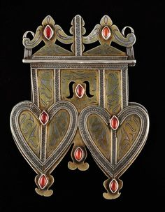 Turkmenistan | Double heart pendant dorsal from the Tekke people.  Silver, silver gilt and carnelians