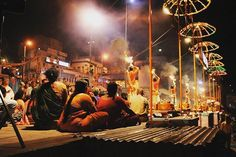Thursday Fire Fest : An offering to the river Ganges.      #travel #artofvisuals #instatravels #igtravels #instagood #beautifuldestinations #passionpassport #discovertheworld #discoverearth #earthofficial #travelstoke #travelblogger #doyoutravel #theglobewanderer #worlderlust #streetsnaps #TravelBug #TravelPics #TravelMore #wander #TravelAddict #wanderlust #TravelIndia #India #varanasi #streetphotography #fire #ganges #river #water