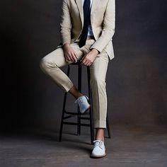 spring suit // kahki suit, white bucks, suit and tie