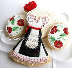 My little bakery :): My first painted cookies.. Pink Cookies, Galletas Cookies, Cupcake Cookies, Sugar Cookies, Crazy Cookies, Fancy Cookies, Flower Cookies, Iced Cookies, Easter Cookies
