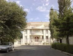 Some interesting villa #houses on the outskirts of #Tehran city, #Iran  #Realiran  www.realiran.org