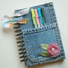 Handmade Jeans Notebook Cover #DIY, #jeans, https://facebook.com/apps/application.php?id=106186096099420                                                                                                                                                     Más