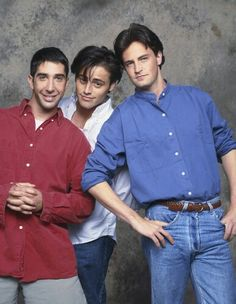 Photos of the Friends Cast Before They Were Famous FRIENDS — Pictured: (l-r) David Schwimmer as Ross Geller, Matt LeBlanc as Joey Tribbiani, Matthew Perry as Chandler Bing — (Photo by Reisig & Taylor/NBC/NBCU Photo Bank via Getty Images) Friends Tv Show, Chandler Friends, Serie Friends, Friends Cast, Friends Moments, I Love My Friends, Friends Forever, Joey Friends, Friends Season 1