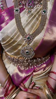 South Indian Wedding Saree, Bridal Hairstyle Indian Wedding, Indian Bridal Outfits, South Indian Bride, Saree Wedding, Bridal Sarees, Wedding Saree Blouse Designs, Half Saree Designs, Lehenga Style Saree