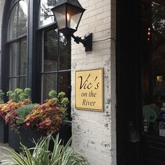 Dine al fresco at Vic's on the River in Savannah • They have delicious shrimp and grits!
