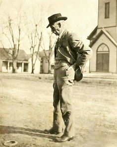 Recently discovered photo of Wyatt Earp in his later years. Photo was taken on a trip to visit Tombstone