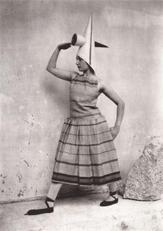 Brancusi _ Lizica Codreanu dansant dans l'atelier, 1922-24