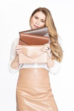Katarína Sásiková zanechala bankárske prostredie a dnes obúva aj slovenskú prezidentku - Akčné ženy Two Piece Skirt Set, Skirts, Tops, Dresses, Women, Fashion, Vestidos, Moda, Skirt