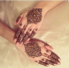Image about black in Henna 🙌🏻😍 by Kala on We Heart It Henna Designs Easy, Henna Tattoo Designs, Mehandi Designs, Indian Henna, Henna Mehndi, Mehendi, Mehndi Style, Simple Henna, Easy Henna