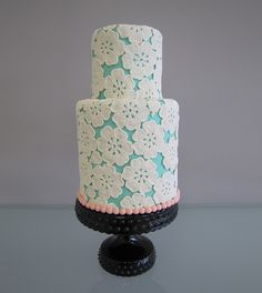 Cutest Floral Lace Cake Picture