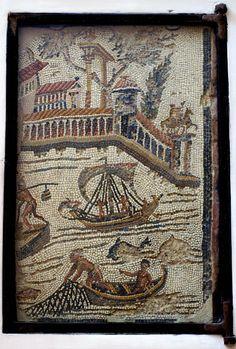 - Rom, Santa Maria in Trastevere, römisches Mosaik aus augusteischer Zeit (Roman mosaic of the Augustan period)   Santa Maria in Trastevere ist die älteste Marienkirche der Stadt. Sie wurde 313 fertiggestellt, später vergrössert und um 12 Jh. weitgehend umgebaut, ohne jedoch den mittelalterlichen Charakter zu verlieren.  In die Wand des Vorraums zur Sakristei wurden zwei sehr fein gearbeitete Mosaiken aus augusteischer Zeit  integriert ./tcc/