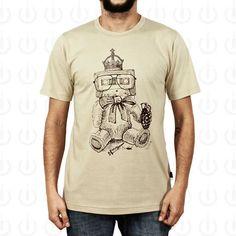 Camiseta Plugging Teddy 100% Algodão, fio 30 penteado nas cores begee gelocomestampa silk de alta durabilidade.O design da estampa teve inspiração nos clássicos ursos de pelúcia, que nos estados unidos são conhecidos como Teddy Bears.