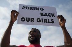 スペイン・マラガ(Malaga)で、ナイジェリアの少女拉致事件に抗議し「私たちの少女らを返せ」とのプラカードを掲げる男性(2014年5月13日撮影)。(c)AFP/JORGE GUERRERO ▼14May2014AFP|ナイジェリア少女拉致、政府が過激派と交渉の意向 http://www.afpbb.com/articles/-/3014846 #Malaga #Bring_Back_Our_Girls #BringBackOurGirls