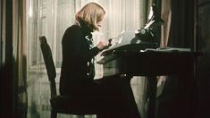Archiv: Ingeborg Bachmann am Schreibtisch | Bild: BR