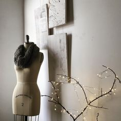 Hygge vibes and holiday decor. Simple, easy and relaxing mood.   www.taniarodamilans.com @taniarodamilans