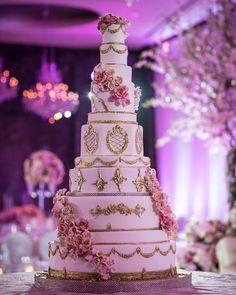 60 Elegant And Beautiful Wedding Cakes You'll Like - Page 36 of 60 - Chic Hostess Large Wedding Cakes, Extravagant Wedding Cakes, Wedding Cakes With Flowers, Elegant Wedding Cakes, Beautiful Wedding Cakes, Wedding Cake Designs, Beautiful Cakes, Elegant Cakes, Floral Wedding