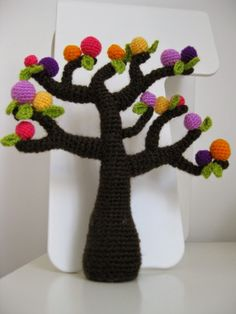 anygurumi: ARBOL DE CUENTO ENCANTADO Crochet Pot Leaf, Crochet Tree, Crochet Fruit, Crochet Cactus, Cute Crochet, Knit Crochet, Crochet Amigurumi Free Patterns, Crochet Flower Patterns, Crochet Designs